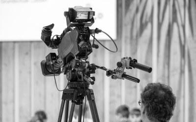 In den Medien überzeugen — Warten vor Publikum bis die Sendung losgeht