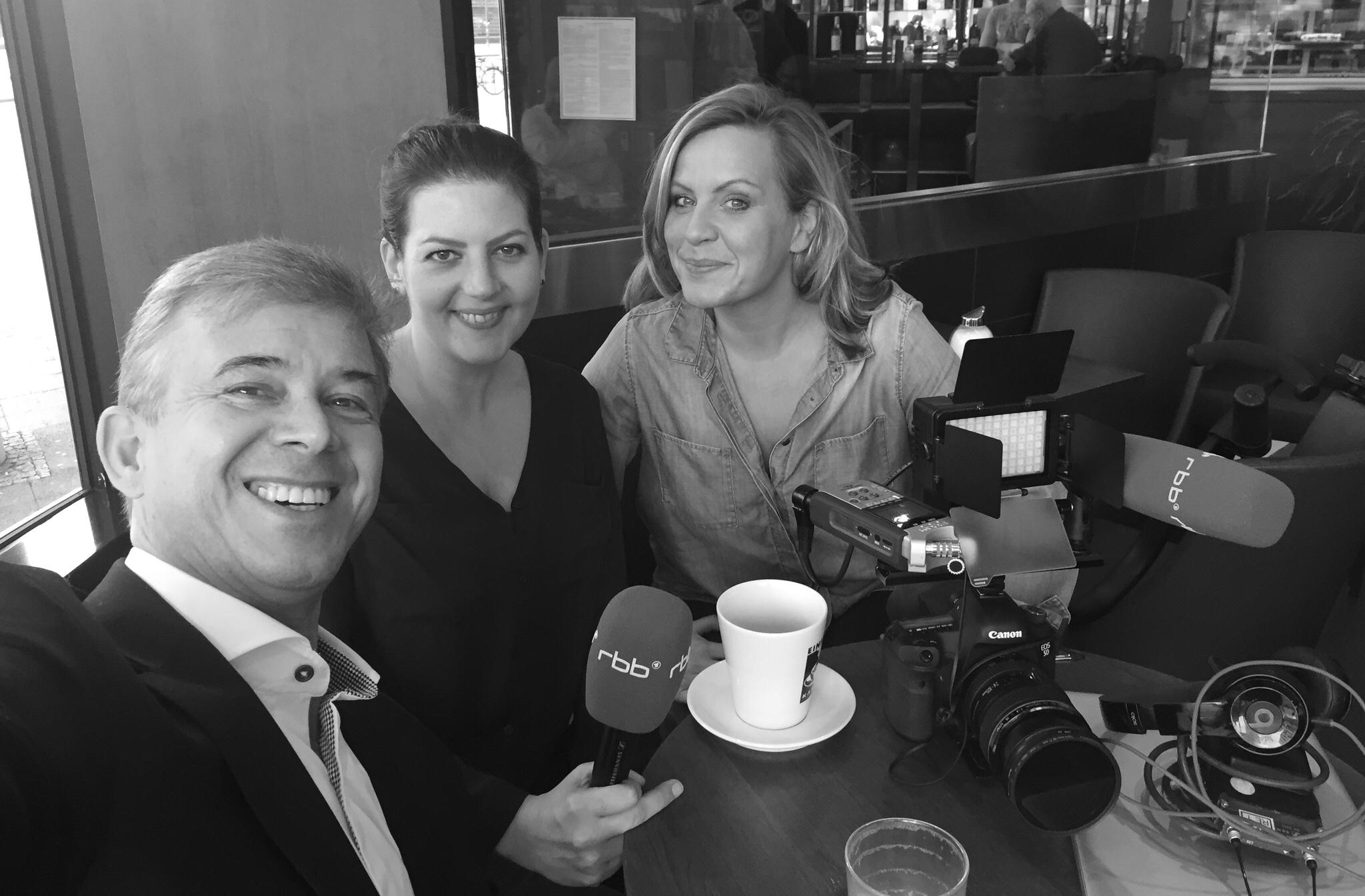 Bild: Janna Falkenstein, Steffi Stoye, Karsten Noack. Was wir von George Clooney's Körpersprache lernen können