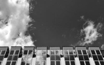 Ich glaube,dass trotz des offensichtlichen Unsinns das Leben dennoch einen Sinn hat. Ich ergebe mich darein, diesen letzten Sinn mit dem Verstand nicht erfassen zu können, bin aber bereit, ihm zu dienen. –Hermann Hesse