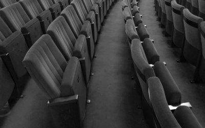 Überwindung von Lampenfieber: Coaching für sichere Auftritte